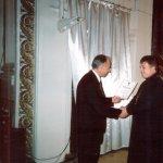 <p>Вручение Диплома Валеолога Н. П. Федоренко (г. Москва), г. Челябинск. Научная конференция. 2004 г.</p>