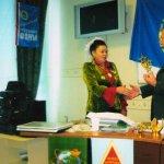Вручение стелы Звезды МИСС ФОРУМА 2009 победительнице Конкурса Галимовой Р. Н. Ноябрь 2009 г.